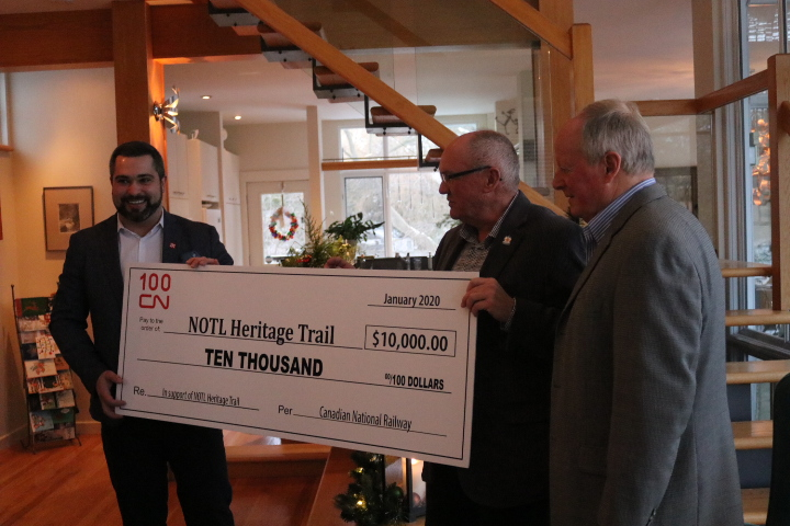 CN's manager of public affairs Daniel Salvatore presented a cheque worth of $10,000 to the Heritage Trail Committee. (Dariya Baiguzhiyeva/Niagara Now)
