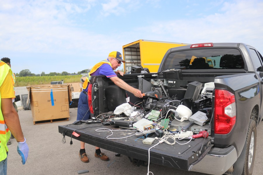Rudy Hollemans' truck full of electronic waste. (Dariya Baiguzhiyeva/Niagara Now)