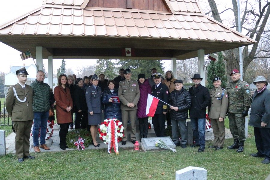 Wreath-laying ceremony Monday attracted officials and community residents of Polish descent from all over the province. (Dariya Baiguzhiyeva/Niagara Now)
