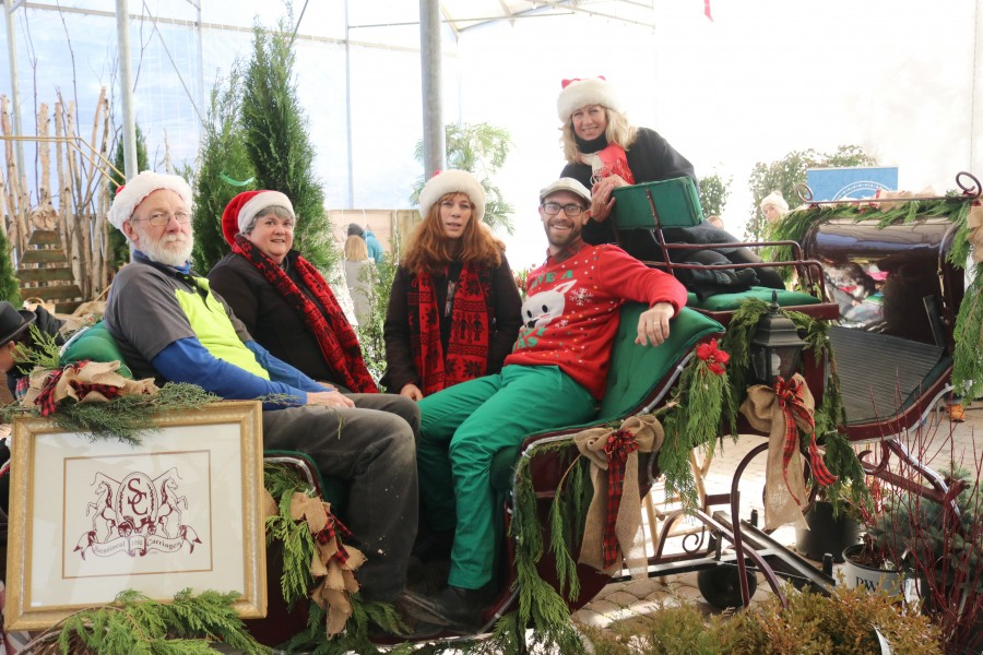 Mike King, Joanne Young, Joanne Mantini, Tonie Mori and Miguel Mori sit in a sleigh provided by Sentineal Carriages for the event. (Dariya Baiguzhiyeva/Niagara Now)
