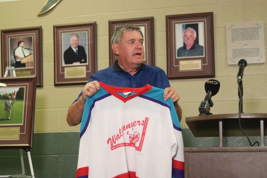 Ward Simpson shows the Wallbangers hockey team's jersey. (Dariya Baiguzhiyeva)