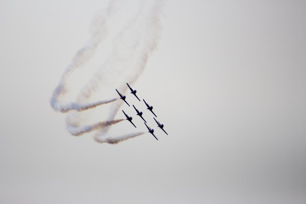 Snowbirds doing a synchronized turn in NOTL. (Harley Davidson/Editor)